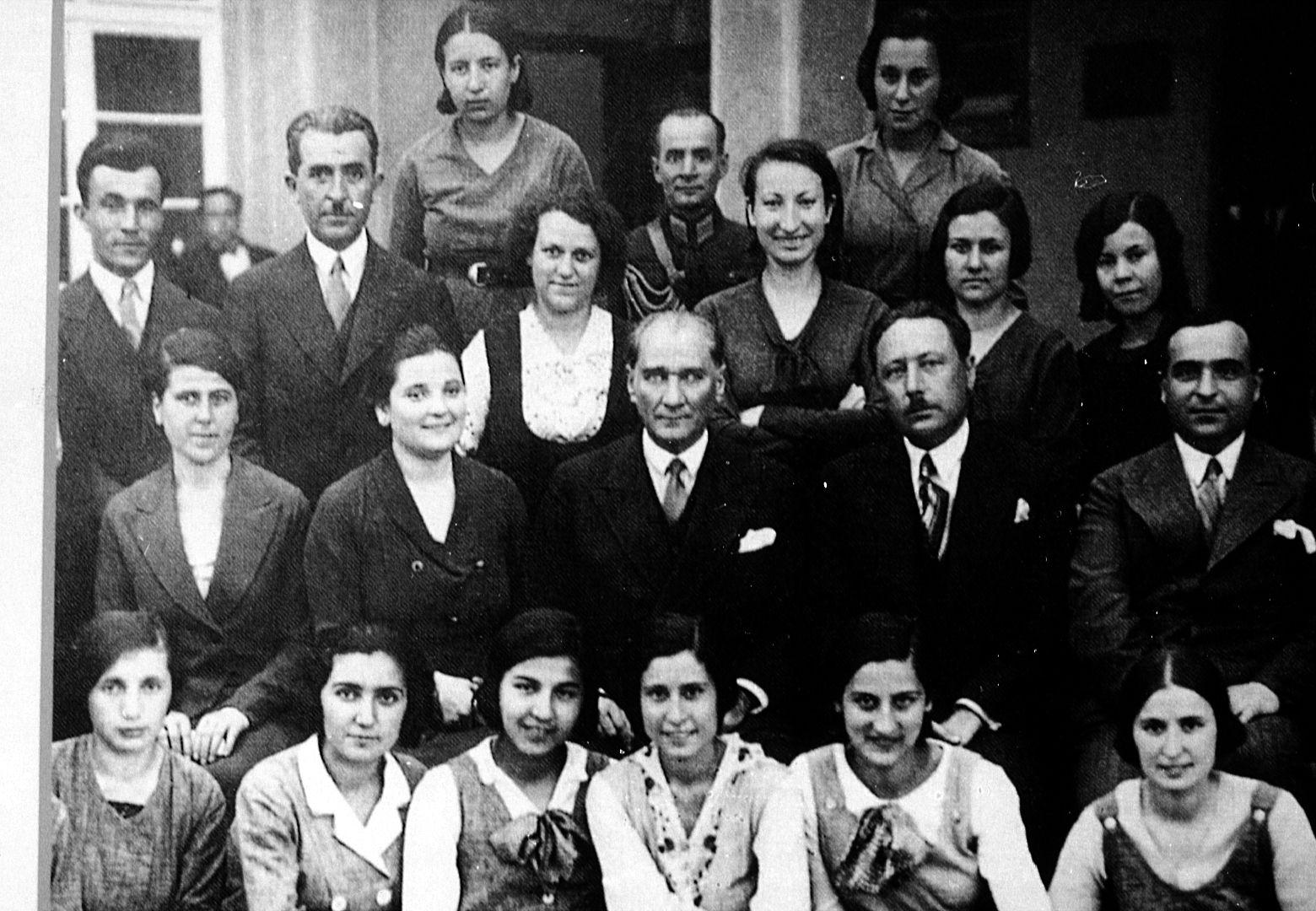 Atatürk'ün Öğretmenlere Verdiği Önem