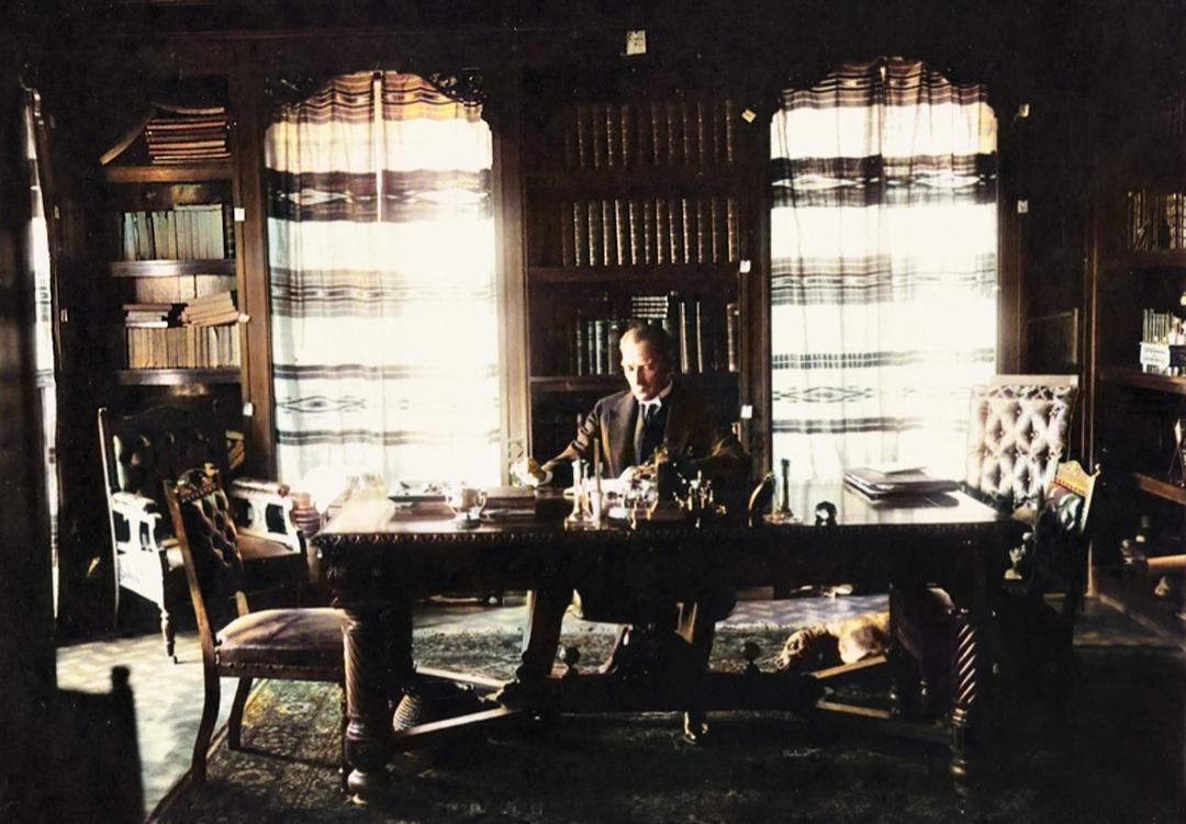 Atatürk Çankaya Köşkü'ndeki Kütüphanesinde Foks ile