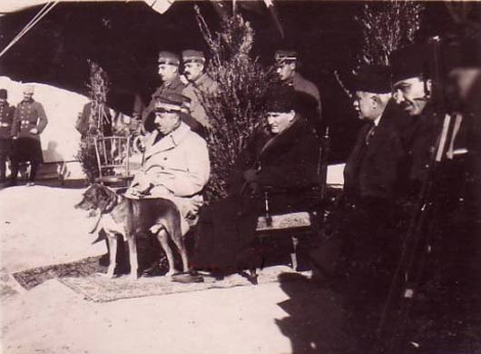 Atatürk'ün foks ile Görüntülendiği Anlardan Kareler...