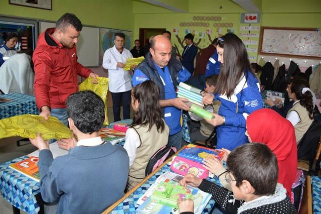Haytap olarak Hakkari'de Çocuklara Kitap Dağıttık
